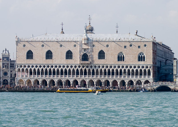 Photograph_of_of_the_Doges_Palace_in_Venice