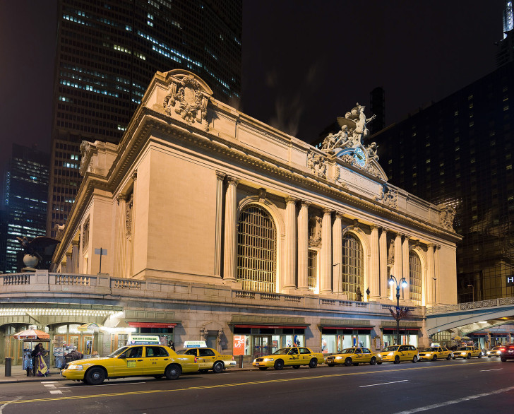 Image-Grand_central_Station_Outside_Night_2