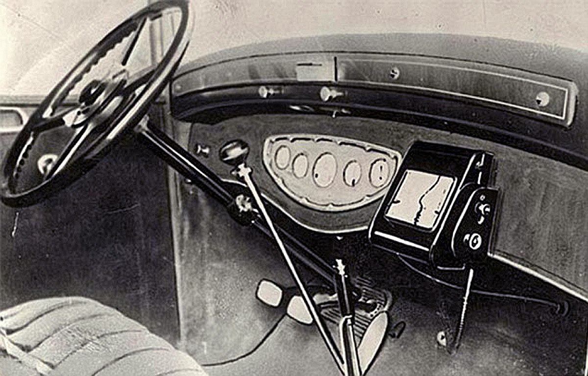 Analog GPS Scrolling Wrist Car Mounted Maps Of The Roaring 20s 30s