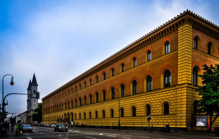 Bayerische Staatsbibliothek in München by Polybert49