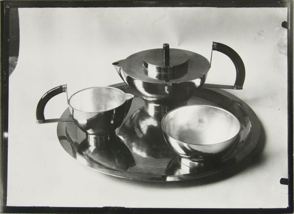 bauhaus serving set