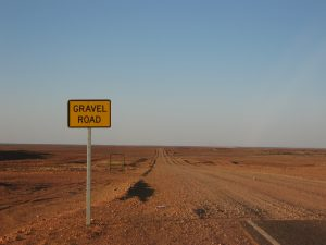 Gravel road by Repat (CC BY-SA 3.0)