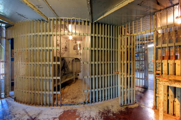 Squirrel Cage Jail in Council Bluffs, Iowa by Martin Konopacki (CC BY-SA 2.0)