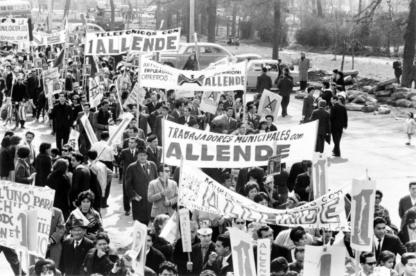 Chilean workers marching in support of Allende in 1964.