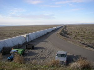 Northern leg (x-arm) of LIGO interferometer on Hanford Reservation by Umptanum (CC BY-SA 3.0)