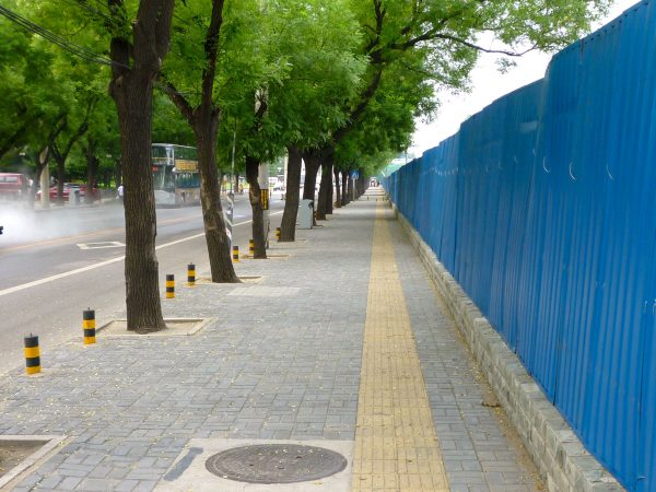 blind-lane-wit-hbollards
